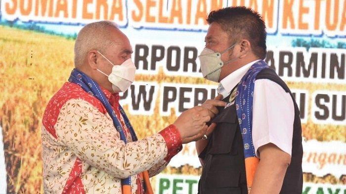 Rekrut 1500 Penyuluh Pertanian, Gubernur Herman Deru dapat Pin Emas dari Perhiptani
