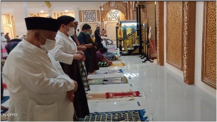 Bersyukur Salat Tarawih Bisa Kembali JemaahTokoh Masyarakat Sumsel Haji Halim Adakan Safari Ramadan