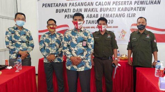 Komisioner KPU PALI saat menetapkan Paslon DH-DS sebagai Cabup dan Cawabup PALI.