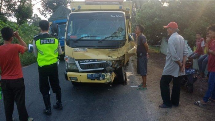 kecelakaan Maut adu kambing Kijang vs truk di jalan lintas Komering, Desa Muara Telang, Kecamatan Teluk Gelam, Kabupaten Ogan Komering Ilir. Rabu (9/6/2021) kemarin sore