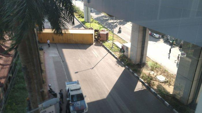 Truk Kontainer Terbalik di Palembang, Herman Deru Minta Petugas Uji KIR Tidak Main-main