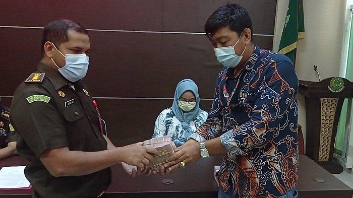 Kontraktor Proyek Jalan Cor Pelabuhan Dalam-Indralaya Kembalikan Uang Rp 600 Juta ke Kejati  Sumsel