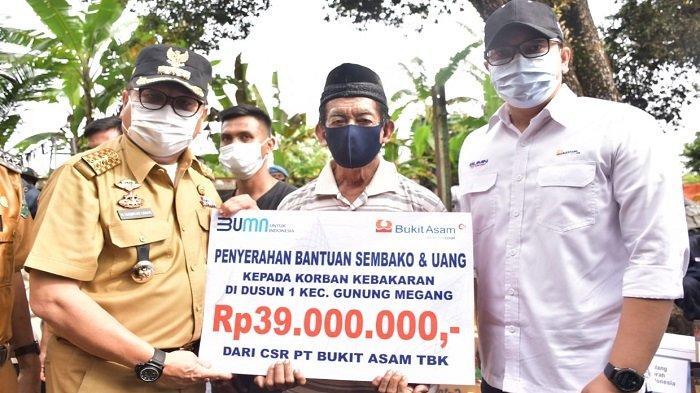 Korban Kebakaran Dapat Santunan Sembako dan Uang Tunai dari PTBA