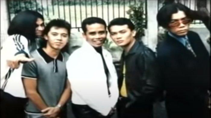 Kumpulan Lagu Grup Band Malaysia UK'S, Di Sana Menanti Di Sini Menunggu Sangat Populer