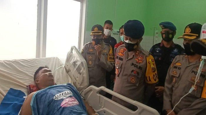 Kapolda Sumsel Membesuk Personil Brimob Polda Sumsel yang Mengalami Kecelakaan Lalulintas