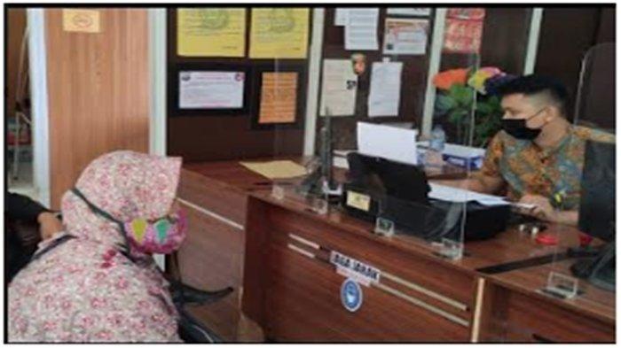 Linda melaporkan kejadian pencilikan ke SPKT Polrestabes Palembang, Jumat (19/2/2021).