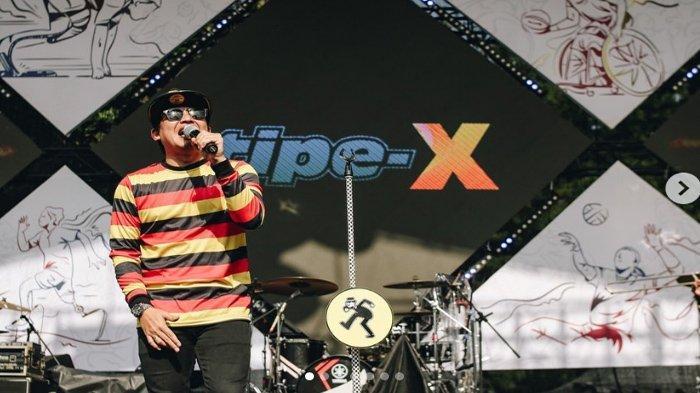 Lirik dan Chord Gitar Lagu Tipe-X - Mawar Hitam Pakai Kunci Dasar Em Paling Mudah