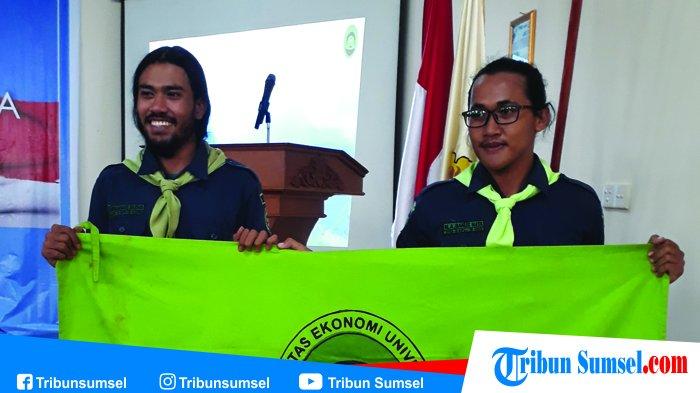 Dua Anggota Mapala Mafesripala Daki Gunung Kilimanjaro, Kenalkan Kain Jumputan Palembang