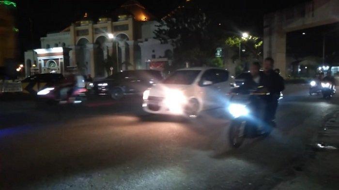 Suasana Lalu Lintas Malam Takbiran di Bundaran Air Mancur Palembang