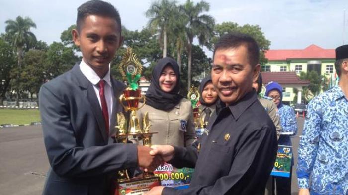MAN 1 Sukses Bawa Pulang Tropi Juara Lintas Alam Sumpah Pemuda