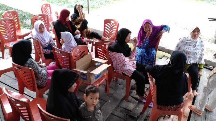Kerabat dan keluarga Berdatangan Melayat di Kediaman Almarhum Febriyanto