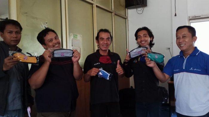 AJI Palembang Bagikan Masker Bagi Jurnalis di Palembang, Perusahaan Pers Harus Lindungi Jurnalisnya