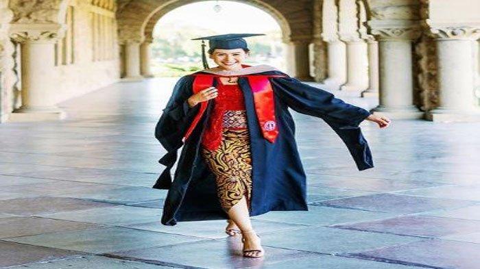 Biodata Profil Maudy Ayunda, Aktris dan Penyanyi Muda Baru Saja Wisuda di Stanford University