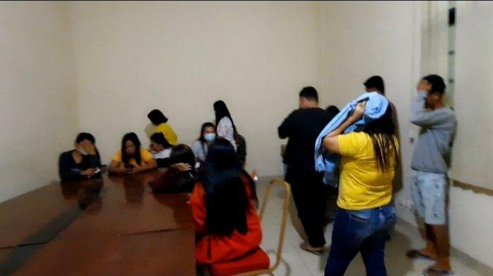 Sebanyak 27 orang diduga berbuat mesum dan langgar prokes,diamankan petugas Satpol PP Ogan Ilir dari beberapa penginapan di Indralaya pada Jumat (16/7/2021) malam.