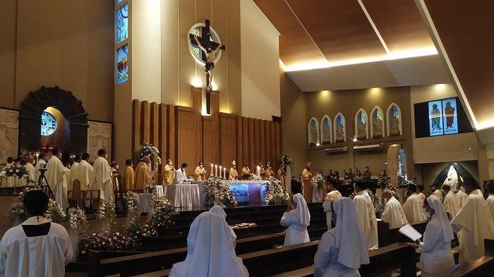 Dihadiri Kardinal dan 15 Uskup, Mgr Yohanes Harun Yuwono Ditahbiskan Jadi Uskup Agung Palembang