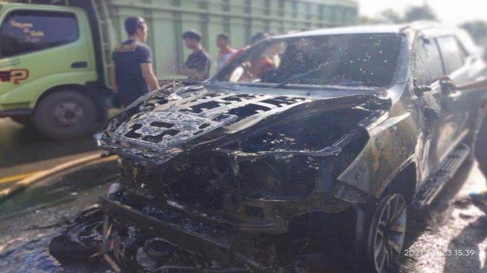 Detik-detik Mobil Sekda Muara Enim Terbakar, Motor Hantam Mobil, Tabrakan Adu Kambing Keluar Api