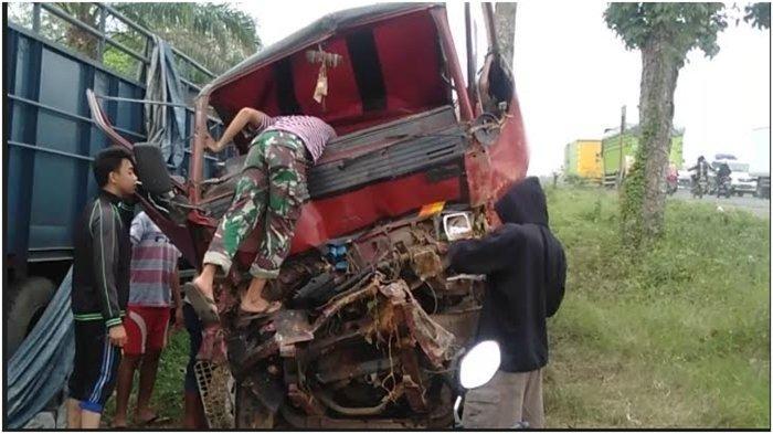 Mobil engkel box saat dibawa ke Poslaka Musi Pahit Satlantas Polres Banyuasin, Jumat (11/6/2021).