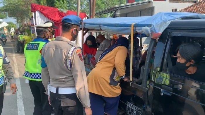 Tertangkap Basah, Mobil Pikap Ditutup Terpal Ternyata Bawa Pemudik, Gelagatnya Sudah Dicurigai