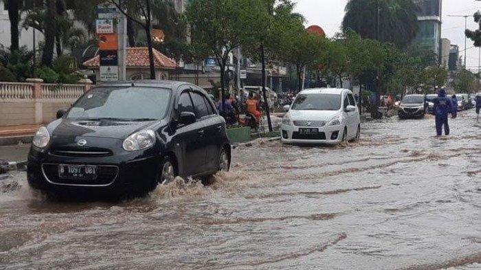 Tips & Panduan Mobil Terobos Banjir, Ini Batas Aman Ketinggian Air, Jangan Memaksa