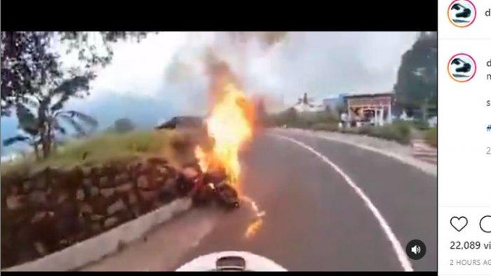 Viral Moge Terbakar di Perjalanan, Api Mendadak Muncul dari Bawah, Apa Sebabnya ?