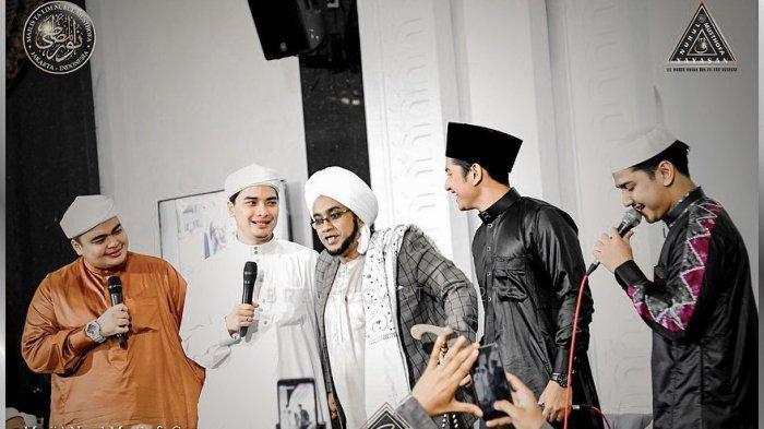 Momen Epik Pertemuan Zikri Daulay dan Alvin Faiz 'Disatukan Dengan Sholawat'