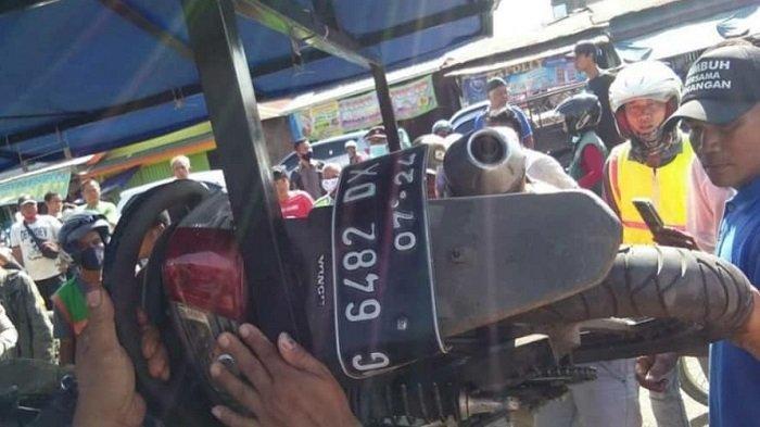 Pick up Hantam Motor di Pasar Baru Tanjung Enim, Dua Korban Luka-luka