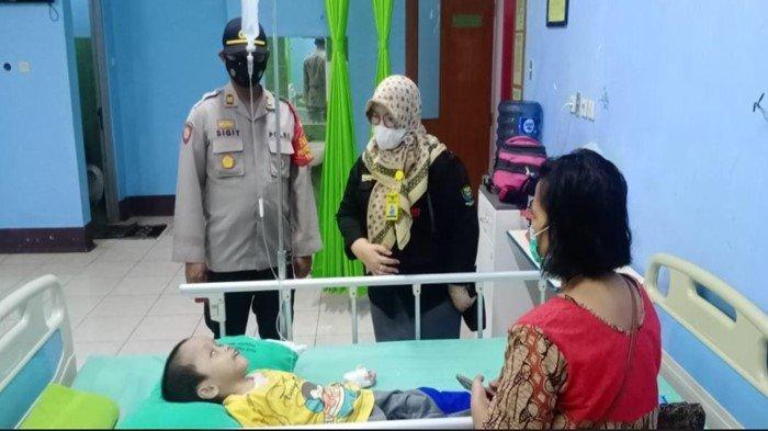 Pj Bupati Muara Enim HNU Kunjungi 3 Anak Penderita Sakit Kronis, Perintahkan Langsung Dirujuk ke RS