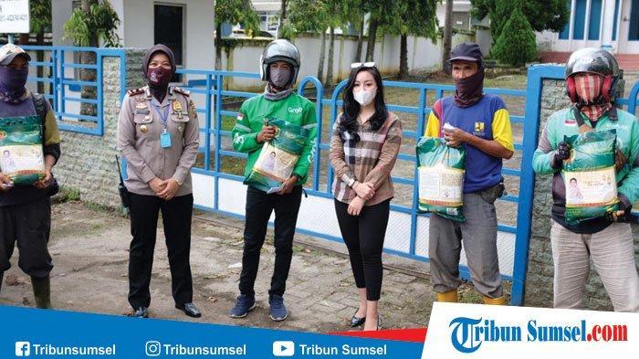 Salurkan 30 Ton Beras dan Paket Sembako di 18 Kecamatan di Palembang Bagi Warga Terdampak Corona