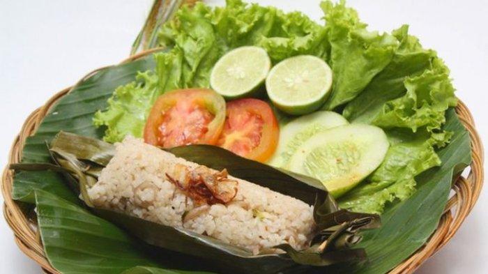 Cara Membuat Nasi Bakar Daun Pisang ala Resto Menggoda Selera