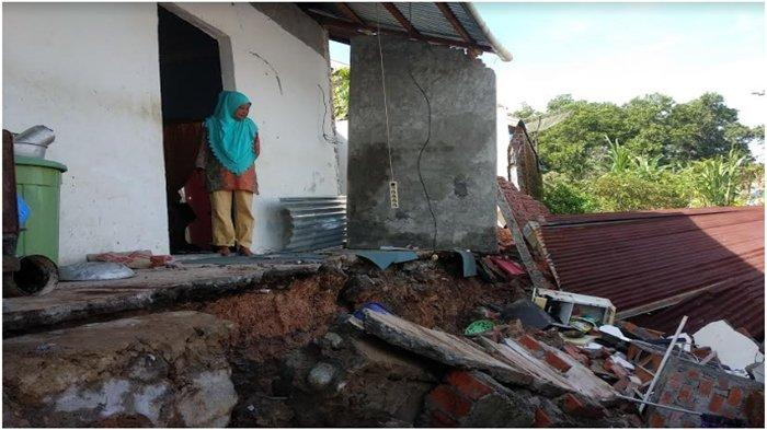 Hujan Deras di Lubuklinggau, Dapur Rumah Nenek Eliaroza Ambruk, Sebelumnya Diterjang Puting Beliung