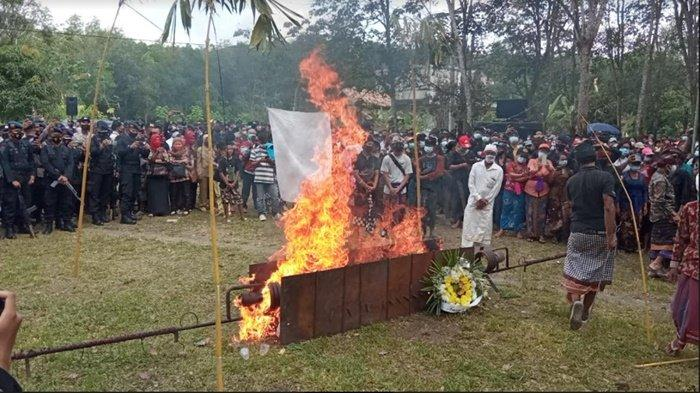 BREAKING NEWS: Dansat Brimob Pimpin Upacara Kremasi Jenazah Bharatu (Anumerta) I Komang Wira Natha