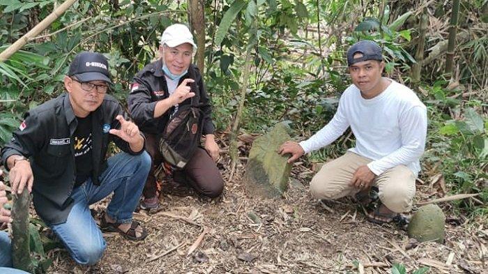 Melihat Kenikan Ukiran Nisan di Kompleks Pemakaman Puyang Tanjung Marga Empat Suku Lahat