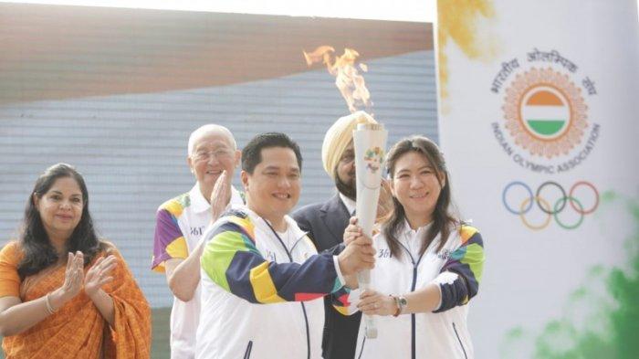 51 Penerjun TNI AU Bawa Obor Asian Games 2018 ke Jakabaring Sport City