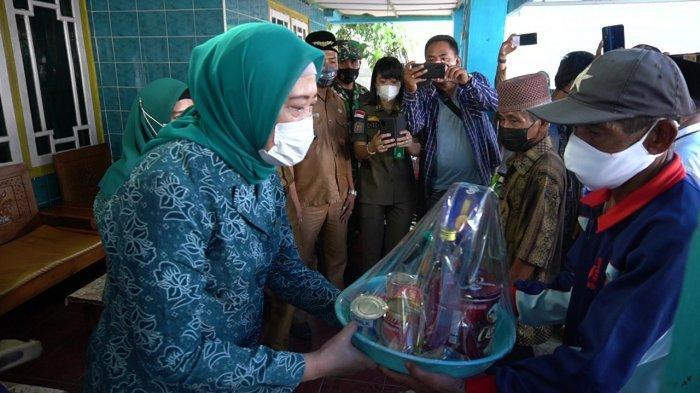 Tali Asih Ketua TP PKK OKI Bagi Korban Kebakaran SP Padang