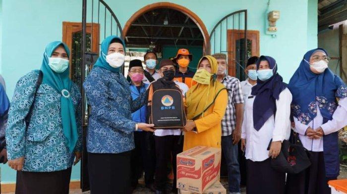 Siaga Baznas dan Dinsos Ogan Komering Ilir bagi Korban Kebakaran di Tengah Pandemi