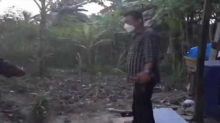 Polsek Plaju melakukan olah tempat kejadian perkara adik membunuh kakak kandung di Palembang, Senin (20/9/2021)