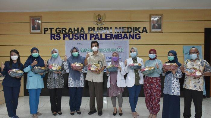 Dukung Gelar Buah Nusantara, Pusri Berikan 400 Parcel Buah Bagi Tenaga Kesehatan