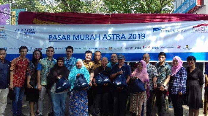 Hasil Jual Paket Sembako Astra Grup Palembang, Langsung Donasikan ke Warga Kurang Mampu dan Musola