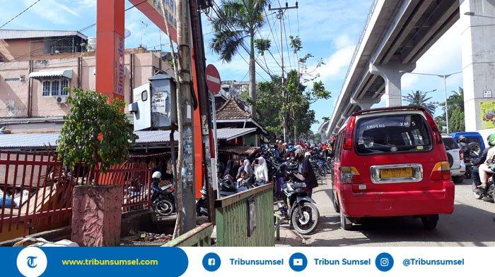 Pasar Palima Palembang Ramai Jelang Puasa, Warga Beli Stok Sembako Untuk Seminggu