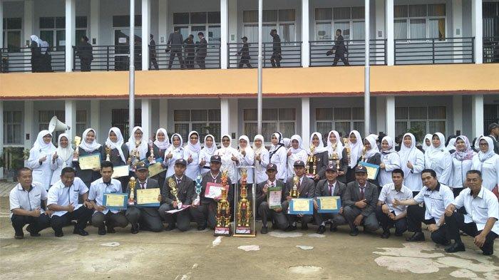 Keren, Dalam Satu Hari, Paskibra SMA 3 Palembang Raih Dua Piala di Dua Tempat Berbeda