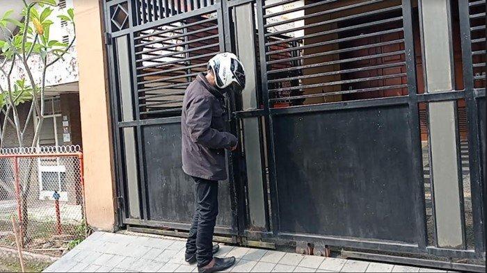 Turun Mobil Heriyanti Anak Bungsu Akidi Tio Masuk Rumah, Pekerja: 'Ibu Pergi Dari Pagi Belum Pulang'