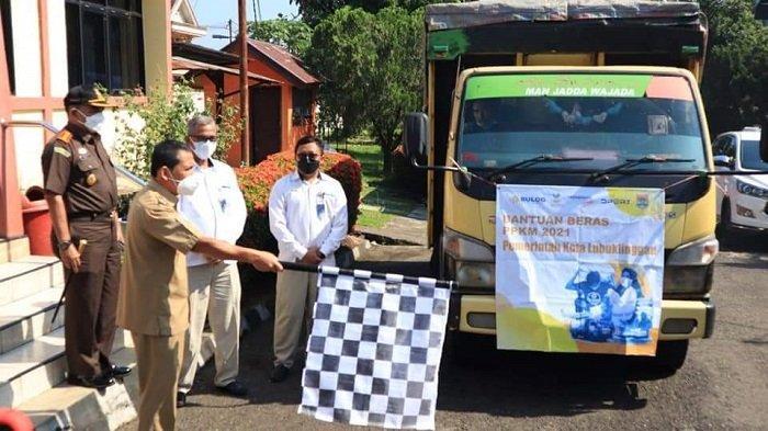 Wali Kota Lubuklinggau Bagikan Bantuan Bansos ke Masyarakat