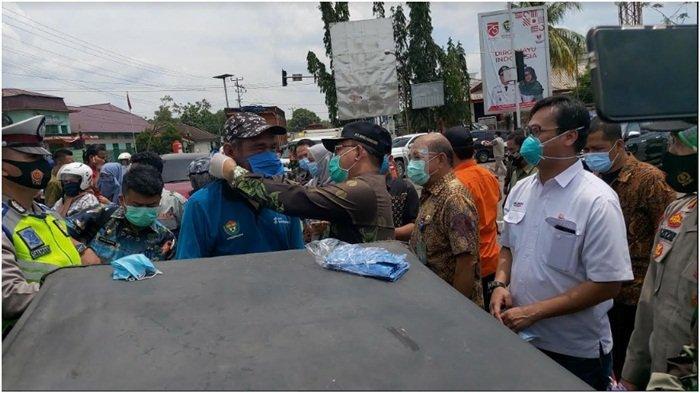 Bersama Pemkab Muaraenim, PTBA Bagikan Masker
