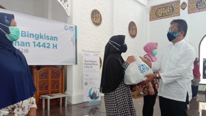 PLN UIW S2JB Berbagi Bingkisan Ramadan di Masjid Nurul Ikhwan