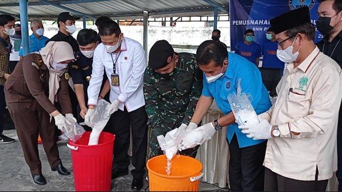 BNNP Sumsel Musnahkan 16 Kg Sabu Barang Bukti, Dicampur Air dan Deterjen Bubuk