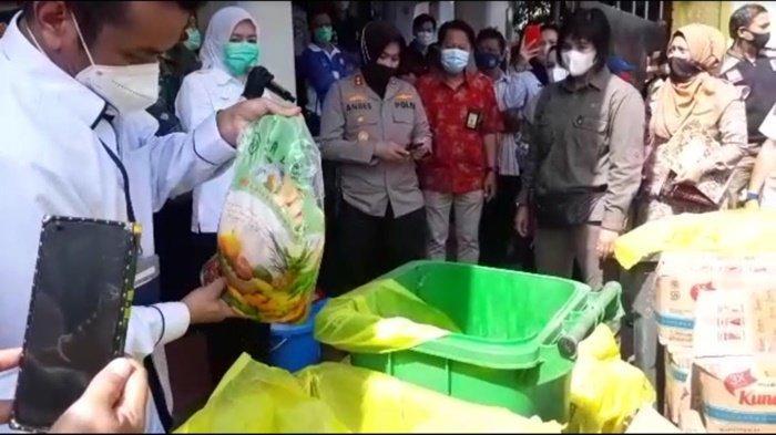 Wawako Palembang Fitrianti Musnahkan Puluhan Kilogram Manisan Buah Berformalin
