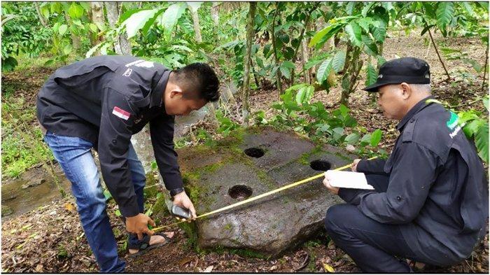 Lumpang Batu Lubang 3 Ditemukan di Kebun Kopi Jarai Lahat, Ditaksir Usia Ribuan Tahun