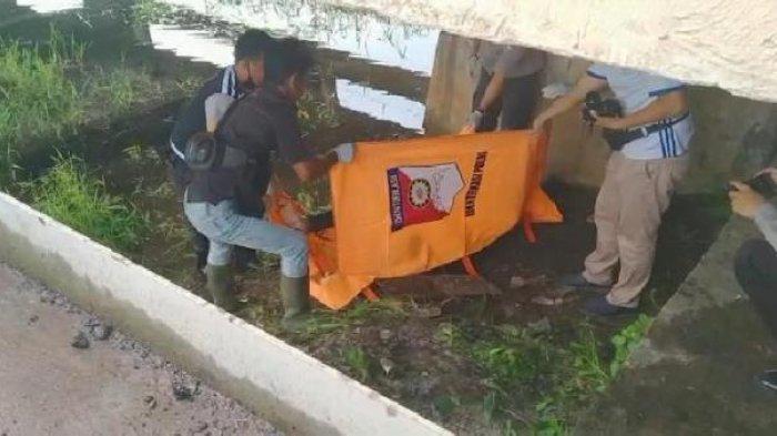 Breaking News : Ditemukan Mayat Pemuda di Bawah Jembatan Kurung Ogan Ilir, Kondisi Sudah Membengkak