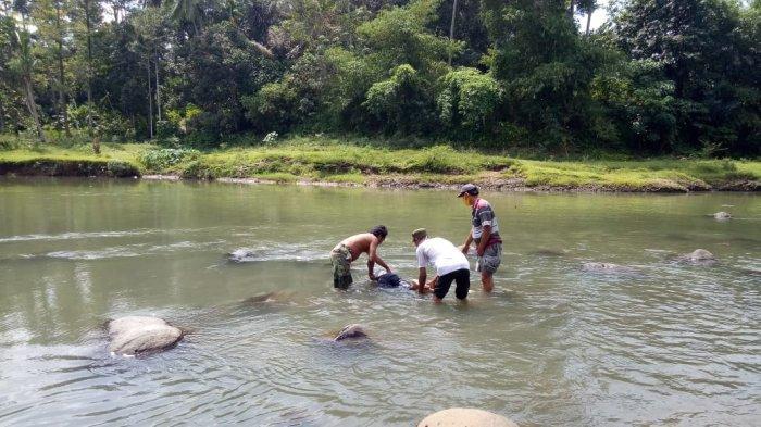 Ditemukan Mayat Laki-laki di Bercelana Training di Sungai Kelingi