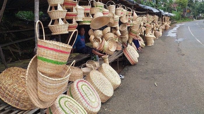 Cerita Pengrajin Rotan di Kota Pagaralam, Dua Minggu Hanya Terjual Satu Buah
